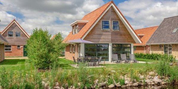 Landal Waterpark Terherne | 4-6-persoons waterwoning - comfort | type 4-6C2 | Terherne, Friesland