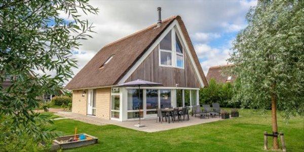 Landal Waterpark Terherne | 6 8 persoons waterwoning comfort | type 6 8C | Terherne, Friesland