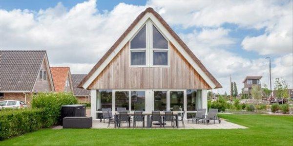 Landal Waterpark Terherne | 8 10 persoons waterwoning comfort | type 8 10C | Terherne, Friesland