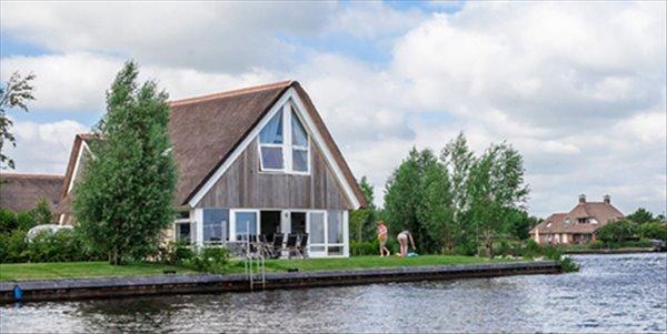 Landal Waterpark Terherne | 4 6 persoons waterwoning comfort | type 4 6C3 | Terherne, Friesland